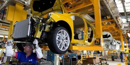 La production industrielle repart en baisse