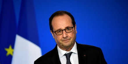 Hollande critique le recit national voulu par fillon