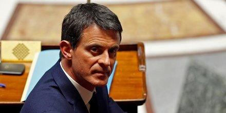 Valls toujours plus pressant au risque d'une crise