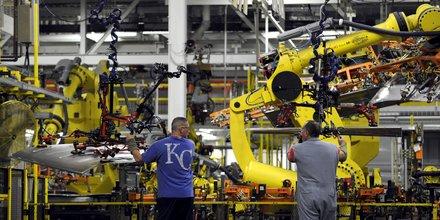 Robot travail usine