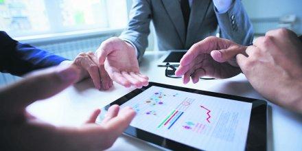investissement, comptabilité, private equity, finances personnelles, numérique, data, données, calcul, graphique, ipad, cadre, direction financière, contrôle de gestion, stratégie d'entreprise, capital, business plan,
