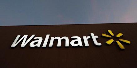 Le logo de Walmart est représenté dans l'un de leurs magasins à Monterrey, au Mexique, le 6 mars 2017.