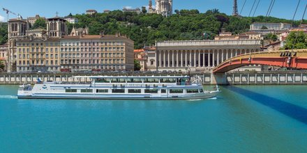 Hermes Lyon City Boat