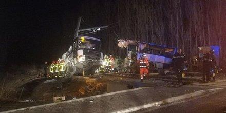 Accident ferroviaire, car scolaire, Millas, SNCF, chemin de fer, passage à niveau, train, collision, autocar,