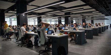 open space bureaux salariés au bureau informatiques ordinateurs