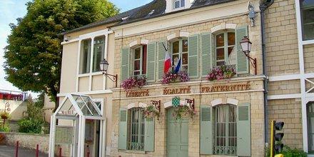 Presles, Val d'Oise, mairie-école, rue Pierre-Brossolette