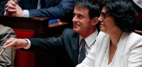 Le Premier ministre français Manuel Valls aux côtés de la ministre du Travail Myriam El Khomri le 5 juillet à l'Assemblée nationale pendant les débats sur la loi Travail