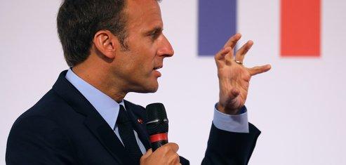 Macron en russie pour le match retour face a poutine