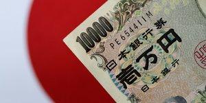 Yen et rendement a 10 ans dopes par des informations sur la banque du japon