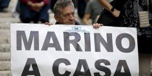 Manifestations contre Ignazio Marino, le maire de Rome