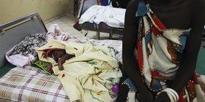 Un enfant nouveau-né (bébé) dans une maternité au Sud Soudan (Soudan du Sud) en mars 2014