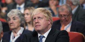 Boris johnson qualifie de crimes de guerre les frappes aeriennes contre les hopitaux en syrie