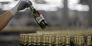 Une bière Pilsner Urquelle alors que la marque a été rachetée par le japonais Asahi