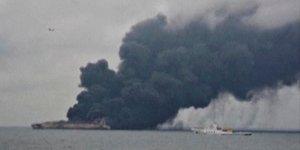 Le petrolier iranien brule toujours au large de la chine