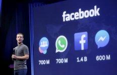 Le créateur et CEO de Facebook Mark Zuckerberg lors de la conférence F8 de San Francisco en mars 2015 pour présenter les nouveautés de l'application Messenger