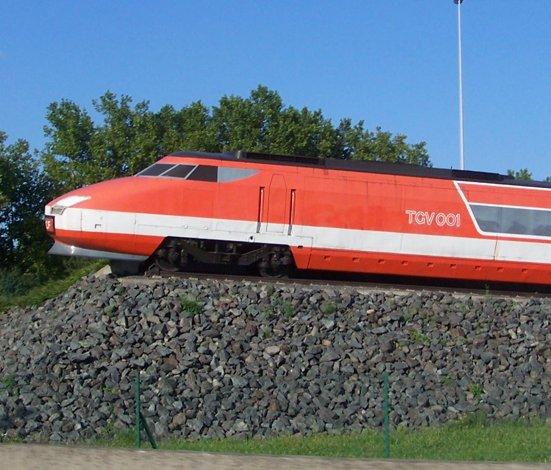 Le prototype TGV 001 à turbines à gaz expérimenté au début des années 70