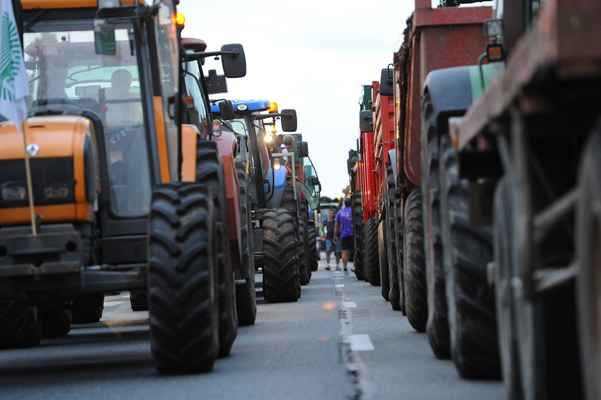 300 tracteurs bloquent Lyon