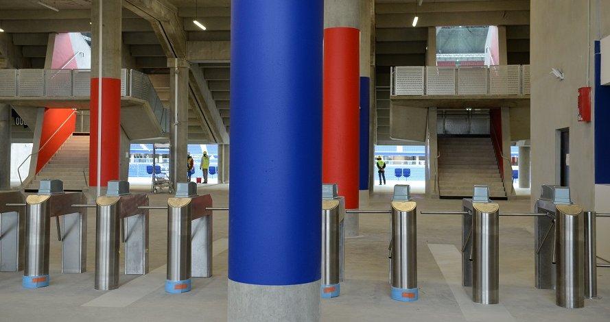 Les portiques d'accès aux tribunes