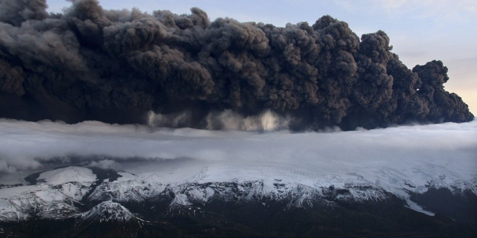 Un volcan sème la panique