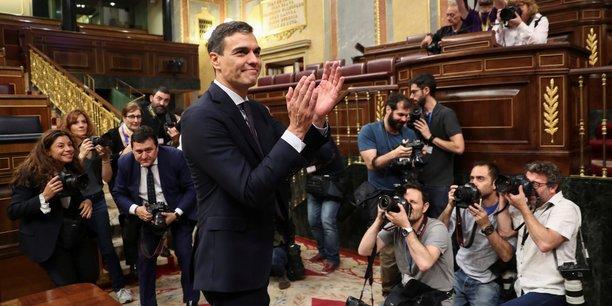 Pedro Sanchez (PSOE, socialiste) vient de faire chuter le gouvernement de Rajoy (PP, droite) ce vendredi 1er juin 2018, et remercie les 180 députés qui l'ont aidé.