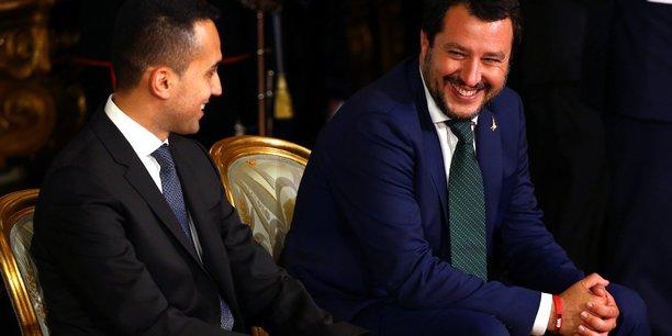 Le vendredi 1er juin, Luigi Di Maio nouveau ministre du Travail et de l'Industrie, sourit à son nouveau collègue de l'Intérieur, Matteo Salvini (à droite) au palais Quirinal.