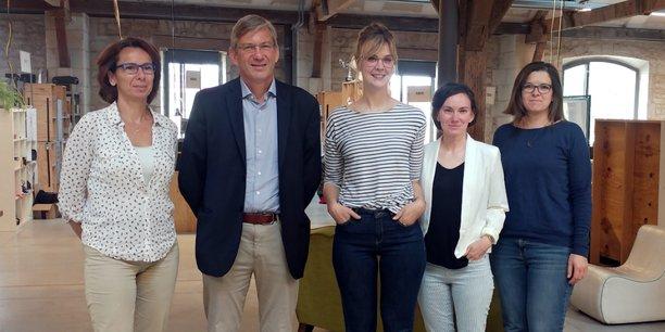 L'équipe de Réseau entreprendre Aquitaine. De gauche à droite : Coralie Avsec, directrice, Benoit Dymala, président, Elodie Prida, Alizée Bataille et Caroline Cantel, chargées de mission.