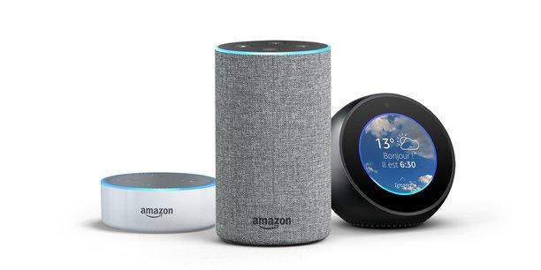 Amazon lance en France son enceinte connectée Echo et ses déclinaisons Echo Dot et Echo Spot, tous fonctionnant avec l'assistant vocal intelligent Alexa.