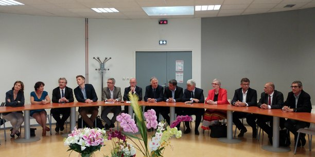 Jean-Luc Gleyze, entouré de douze présidents de départements PS dont Stéphane Troussel, Mathieu Klein, Philippe Martin et Xavier Fortinon
