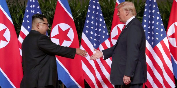 Une poignée de main historique — Rencontre Trump/Kim