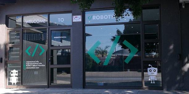 La première école de robotique, lancée en juin à Windhoek par Bjorn et Kristin Wiedow.