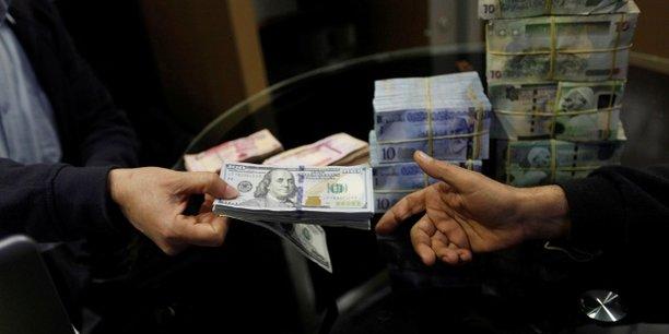Effets de la guerre en Libye, la monnaie locale a été dévaluée et les réserves de la trésorerie sont sérieusement affectées. Conséquence :  le dollar coûte aujourd'hui 7 dinars sur le marché noir libyen.