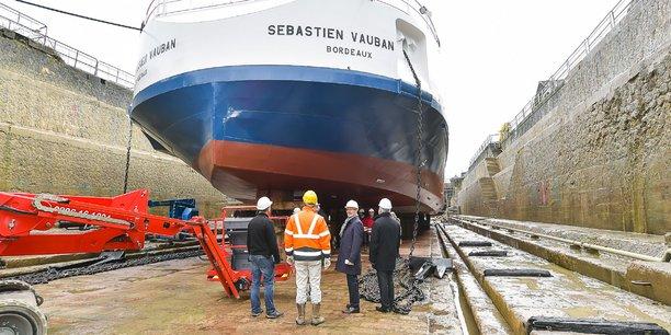 Le quartier des Bassins à flot dispose de deux formes de radoub (bassins permettant la mise à sec de navires) pouvant accueillir des paquebots fluviaux.