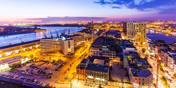Anvers, deuxième port d'Europe derrière Rotterdam, génère actuellement 30% des émissions de gaz à effet de serre des Flandres.