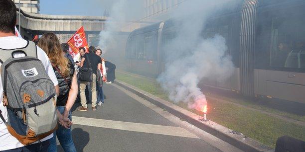 Manifestation pour FAI lors d'un comité de suivi organisé à la préfecture de la Gironde.