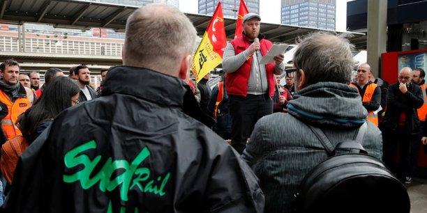 Les syndicats de cheminots etalent leurs divisions[reuters.com]