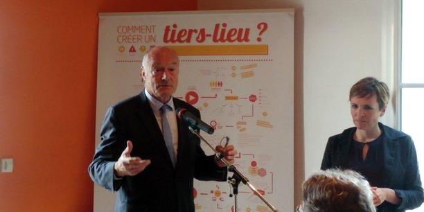Alain Rousset, président PS de la Région Nouvelle-Aquitaine, et Marie-Laure Cuvelier, co-gérante de la Coopérative des tiers-lieux.
