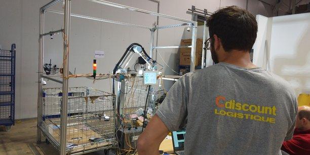 NoMagic.AI développe un robot capable de sélectionner un produit en vrac et de l'empaqueter.
