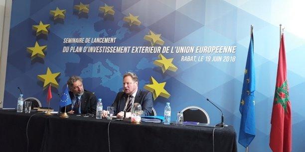 Philip Mikos, responsable de la coopération au sein de la délégation de l'UE au Maroc, et Michael A. Kölher, directeur des politiques de la coopération avec le voisinage sud de l'Europe, lors du séminaire de lancement du Plan d'investissement extérieur (PIE) de l'UE, le 19 juin à Rabat.