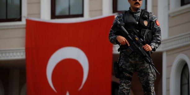 Trois membres du pcf interpelles en marge des elections en turquie[reuters.com]
