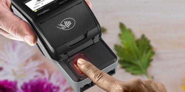 L'un des nouveaux terminaux de paiement d'Ingenico est biométrique : on peut authentifier la transaction par puce, par code ou par empreinte digitale. Le groupe français est engagé dans sa transformation numérique pour accompagner la révolution des paiements et le déclin des espèces.