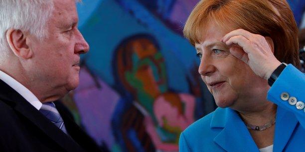 La chancelière allemande Angela Merkel (CDU) et son ministre de l'Intérieur, Horst Seehofer (CSU), sont en désaccord profond sur la gestion de la crise migratoire.