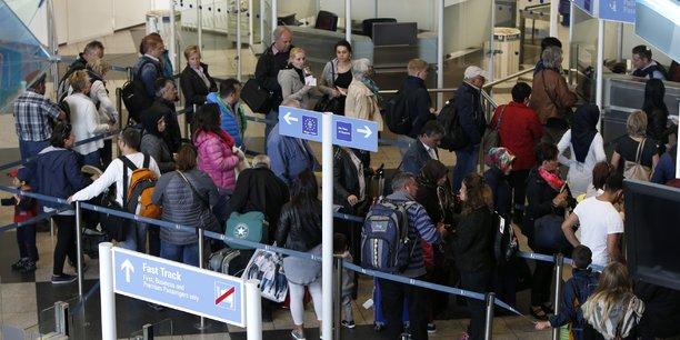 File d'attente de passagers attendant de passer le contrôle à l'aéroport de Munich, en 2016.
