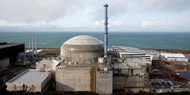 Le chantier de Flamanville 3 (Manche), entamé en 2007, a été interrompu à plusieurs reprises par l'Autorité de sûreté nucléaire (ASN), et ce, dès 2008. Détection de nombreux défauts sur le pont polaire, suspension du bétonnage et remplacement de 46 consoles en acier en 2012, découverte régulière de soudures défectueuses assurant différentes fonctions... Mais les déboires les plus importants sont liés aux concentrations de carbone trop élevées détectées sur le fond et le couvercle de la cuve.