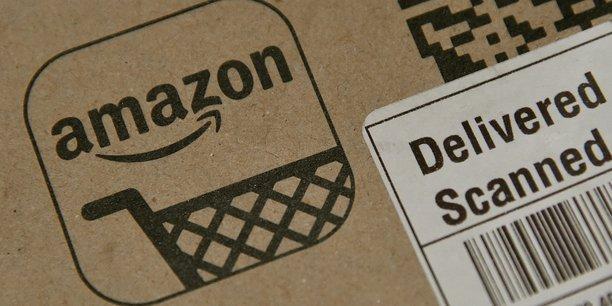 Aujourd'hui, le cinquième des recettes des ventes d'Amazon est réalisé par des vendeurs tiers, ou partenaires, qui lui versent une commission. Ils représentent néanmoins la moitié du nombre de transactions, c'est-à-dire qu'un produit sur deux vendus sur le site d'Amazon n'a pas été acheté par Amazon.