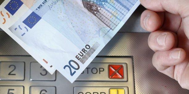 Aujourd'hui, ceux qui sont les plus modestes sont ceux qui sont le plus exposés à ces frais bancaires. (...) Certains, qui ont peu de revenus, pas de salaire, peuvent payer jusqu'à 400, 500, 600 euros par an de frais bancaires. C'est inacceptable, a expliqué Bruno Le Maire sur BFM TV.