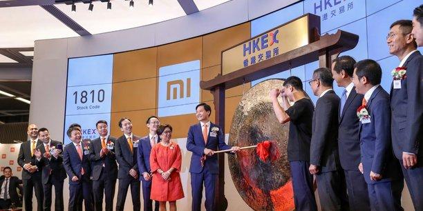 Lei Jun, le fondateur et Pdg de Xiaomi, a fait sonner le gong de la Bourse de Hong Kong à l'occasion de l'introduction de son entreprise ce 9 juillet.
