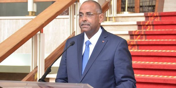Le secrétaire général de la présidence ivoirienne, Patrick Achi, dévoilant la composition du nouveau gouvernement depuis le Palais de la présidence ivoirienne, ce mardi 10 juillet 2018 à Abidjan.