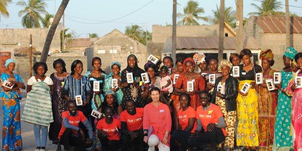 Femmes Sénégalaises de la région de Fatick au centre-ouest, bénéficiaires d'équipements d'ElleSolaire.