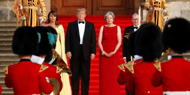 La Première ministre Theresa May a reçu le 12 juillet le président américain au palais de Blenheim, la demeure des Churchill, près d'Oxford, pour un dîner de gala en présence d'une centaine de chefs d'entreprises.