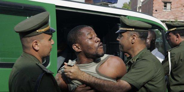 A plusieurs reprises, l'Algérie a été accusée d'expulsions massives et collectives de migrants subsahariens dans le désert nigérien.